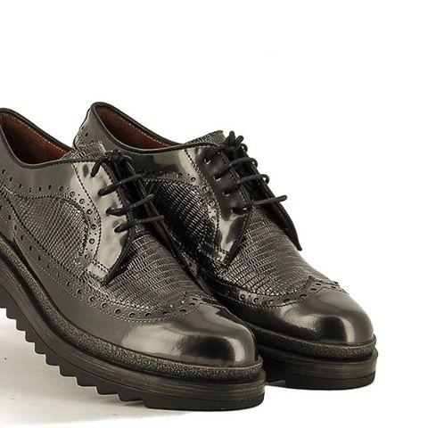 Otro color y mismo modelo de #ponsquintana Tenemos mucha variedad visitanos y veras!!! Www.zapatosobi.com #obishoes #eresloquecalzas #oskarbi