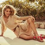 Sandalias de pompones el estilo boho chic de Elsa Pataky
